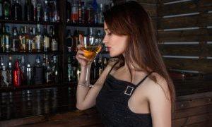 ¿CÓMO DAÑA EL ALCOHOL A UNA MUJER?